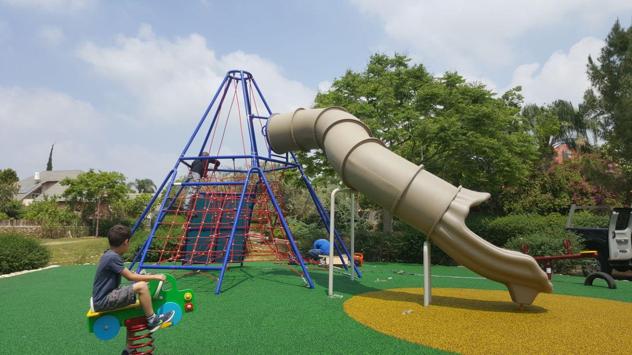 גן משחקים חדש בבת חפר